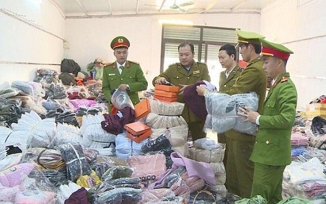 QLTT Thanh Hóa phối hợp với Cảnh sát Kinh tế bắt vụ hàng thời trang nhái thương hiệu số lượng lớn