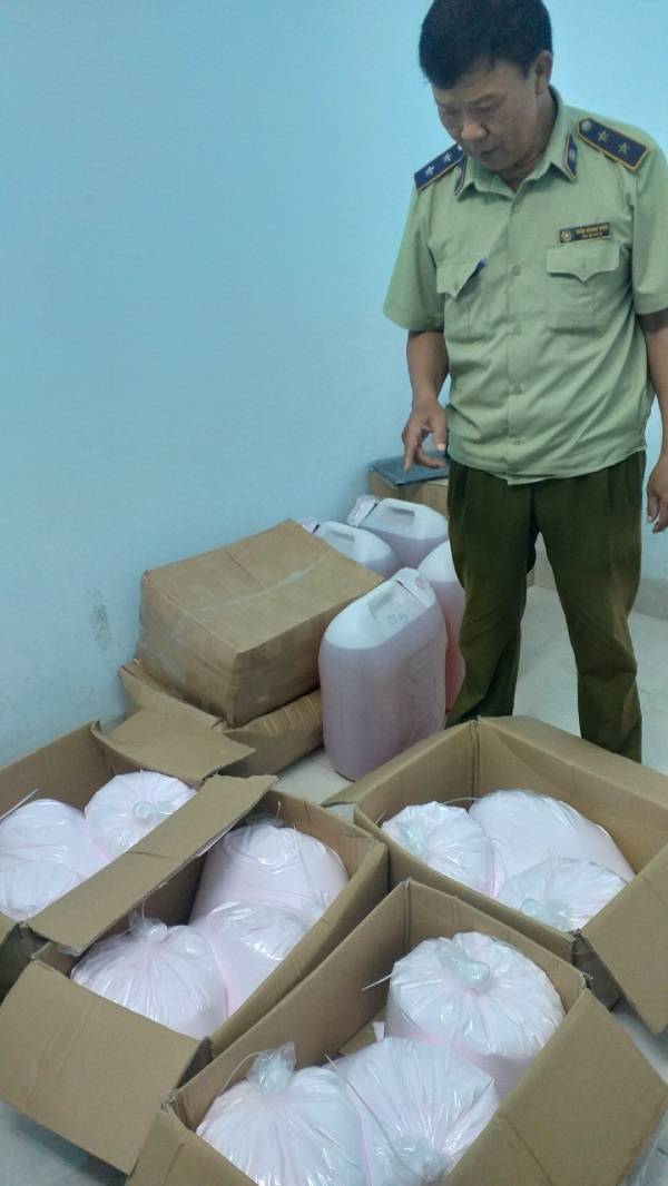 Đội QLTT số 4 thuộc Cục QLTT Tây Ninh kiểm tra và bắt giữ 280kg mỹ phẩm không nhãn mác, không rõ nguồn gốc xuất xứ.