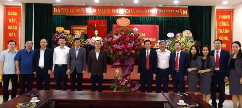 Đồng chí Phạm Hoàng Sơn, Phó Bí thư Thường trực Tỉnh ủy chúc mừng Ủy ban MTTQ tỉnh nhân Ngày truyền thống.