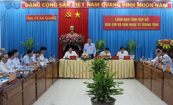 Phó Bí thư Thường trực Tỉnh ủy Lê Văn Nưng phát biểu chỉ đạo tại hội nghị