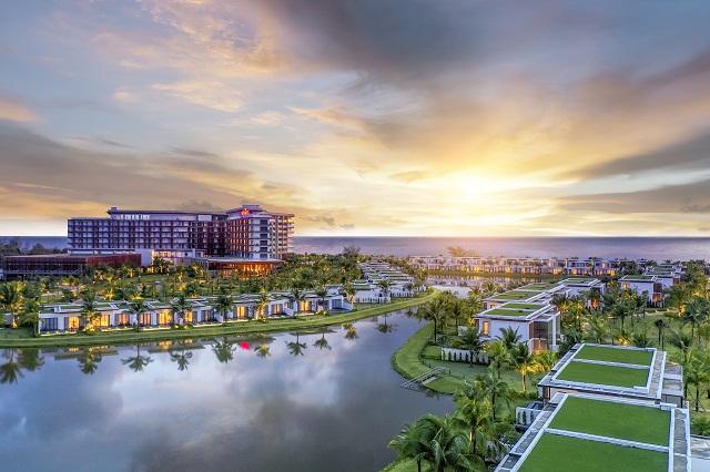 Vẻ lộng lẫy, sang trọng của Mövenpick Resort Waverly Phú Quốc lúc hoàng hôn