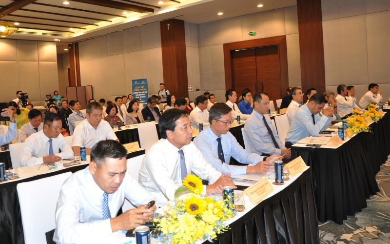 Quang cảnh lễ ký kết thỏa thuận chương trình hợp tác giữa UBND tỉnh BR-VT và Vietnam Airlines.