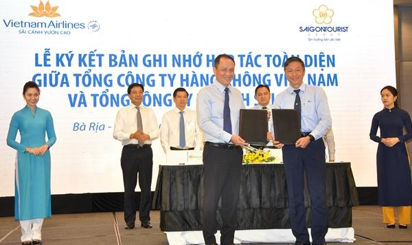 Vietnam Airlines và Saigontourist Group cũng ký kết hợp tác xây dựng các gói kích cầu du lịch trên phạm vi toàn quốc.