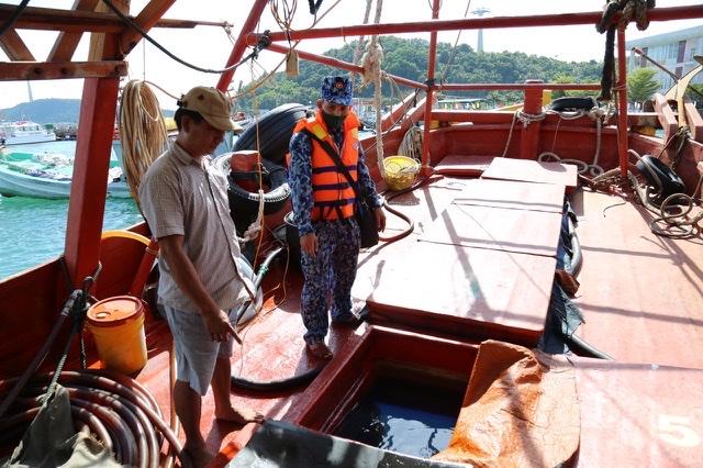 Tàu KG 95823 TS chở khoảng 50.000 lít dầu D.O không có giấy tờ hợp pháp bị lực lượng Cảnh sát biển tạm giữ