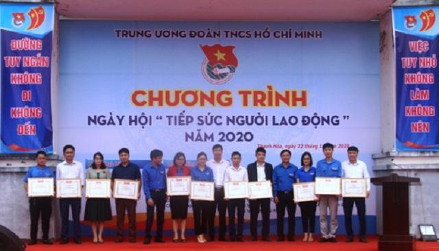Các cá nhân, tập thể được tặng Bằng khen của Tỉnh đoàn Thanh Hóa vì có thành tích suất sắc trong công tác hướng nghiệp, dạy nghề thanh thiếu niên.