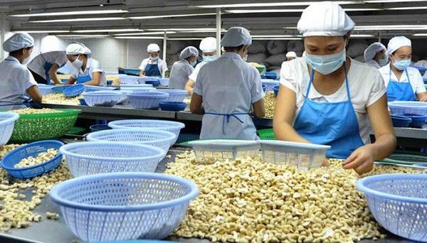 Việc cần làm để tăng tính cạnh tranh của hàng hóa Việt Nam cũng như cải thiện vị trí trong chuỗi giá trị khu vực là tăng cường nội lực cho doanh nghiệp