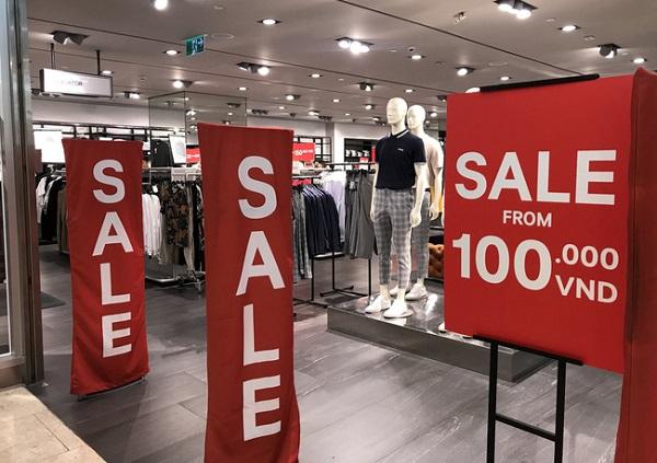 Nhiều trung tâm thương mại tại TP.HCM giảm giá 'khủng' dịp Black Friday