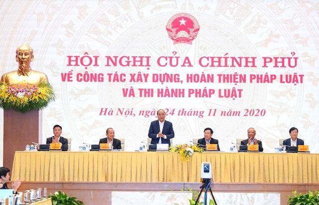 Thủ tướng Nguyễn Xuân Phúc chủ trì Hội nghị tại đầu cầu Trụ sở Chính phủ, Hà Nội.