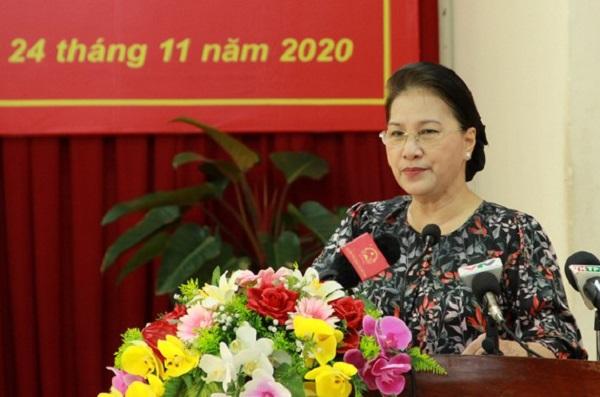 Chủ tịch Quốc hội Nguyễn Thị Kim Ngân trả lời ý kiến cử tri.