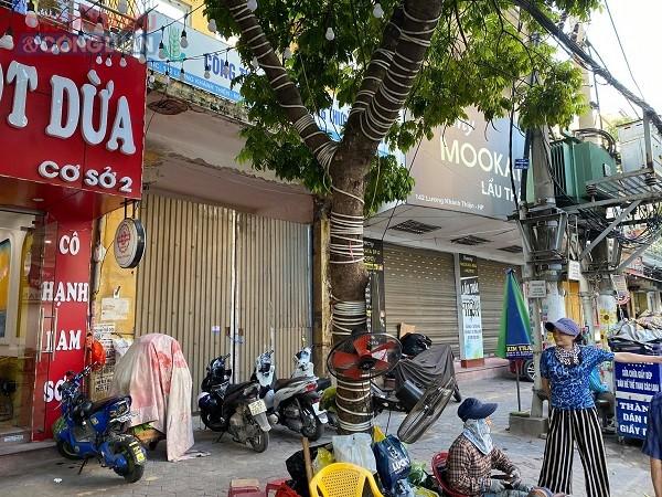 Hiện tại khu nhà này chỉ còn một bức tường phía mặt tiền đường Lương Khánh Thiện.
