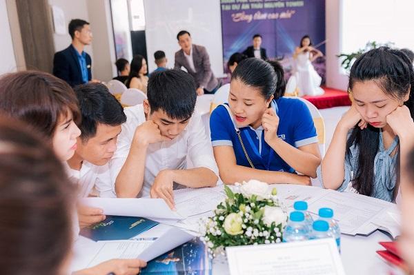 """Nhiều khách hàng đã tới tham gia sự kiện """"Khám phá không gian sống đẳng cấp dự án Thái Nguyên Tower"""", ngày 21/11."""