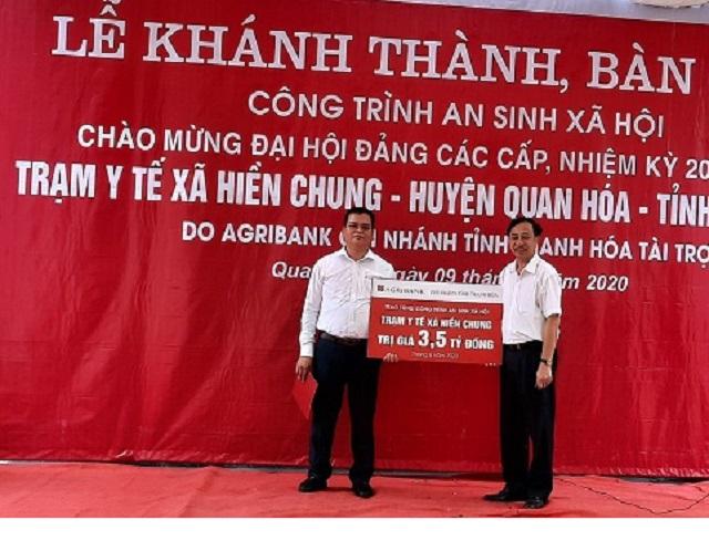 Agribank Thanh Hóa trao Biểu trưng công trình an sinh xã hội Trạm Y tế xã Hiền Chung (Quan Hóa).