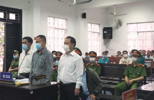 Các bị cáo làm giả 238 bộ hồ sơ đất đai trên địa bàn quận Liên Chiểu, Đà Nẵng.