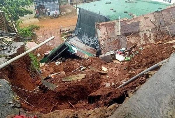 Bổ sung kinh phí từ ngân sách Trung ương giúp người dân các tỉnh miền Trung và Tây Nguyên khắc phục hậu quả bão lũ tháng 10