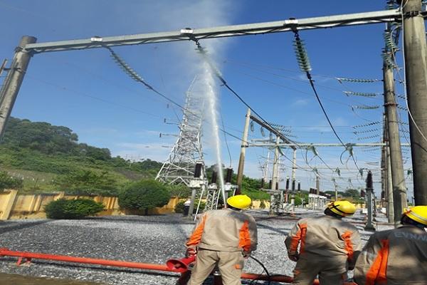Ứng dụng công nghệ rửa sứ hotline tại trạm 110 kV Lào Cai