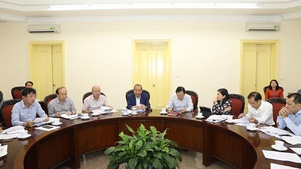 Phó Thủ tướng Thường trực Chính phủ Trương Hòa Bình, Trưởng Ban Chỉ đạo xử lý các tồn tại, yếu kém một số dự án chậm tiến độ ngành Công Thương chủ trì cuộc họp.