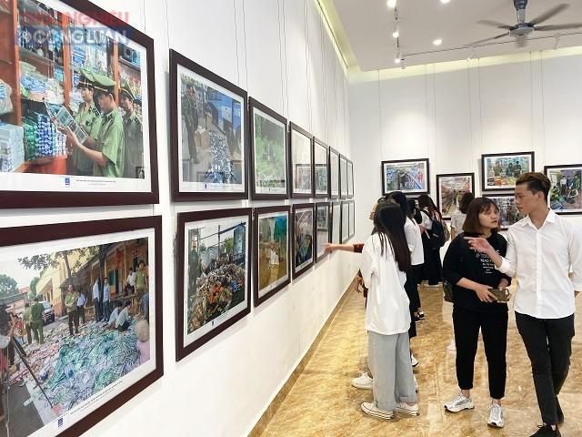 Các tấm ảnh phân biệt hàng thật - hàng giả với mục đích tuyên truyền và hướng dẫn người dân, cộng đồng doanh nghiệp nâng cao nhận thức trong việc sản xuất, mua bán, sử dụng hàng hóa.