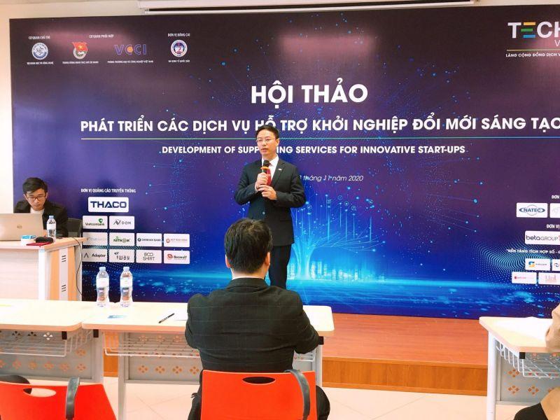 PGS.TS Bùi Đức Thọ, Bí thư Đảng ủy, Phó Hiệu trưởng Trường Đại học Kinh tế Quốc dân phát biểu tại Hội thảo.