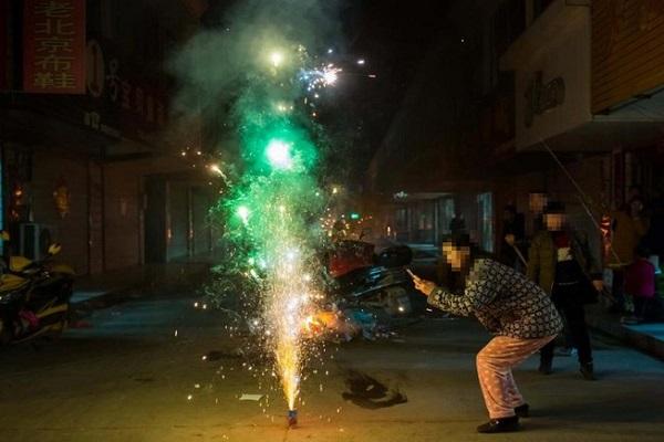Từ 11/1/2021, được phép sử dụng pháo hoa trong đám cưới, lễ, sinh nhật