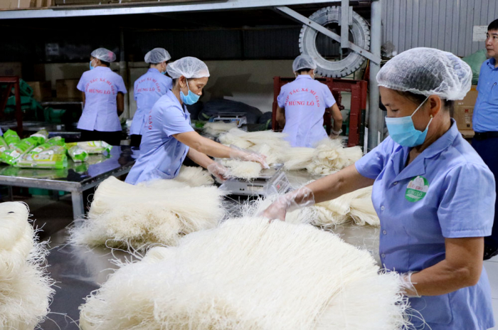 Sản phẩm Mỳ gạo Hùng Lô của HTX Mỳ gạo Hùng Lô, Thành phố Việt Trì đạt chuẩn OCOP 4 sao tham gia Hội chợ.
