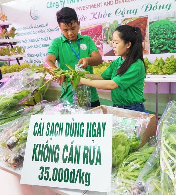 TP.Cần Thơ đang nỗ lực định hướng nông dân, doanh nghiệp thay đổi tư duy hướng đến sản xuất sạch, tiêu dùng xanh ...
