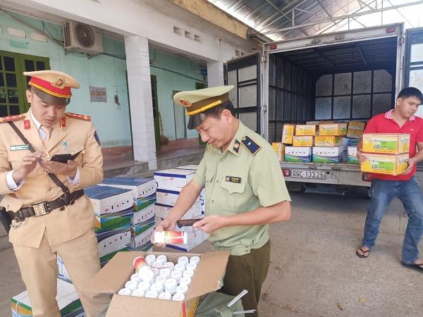 Lực lượng QLTT tỉnh Lạng Sơn vừa bắt giữ hàng chục nghìn sản phẩm thuốc bảo vệ thực vật có xuất xứ Trung Quốc trên đường vận chuyển từ Lạng Sơn về Hà Nội tiêu thụ