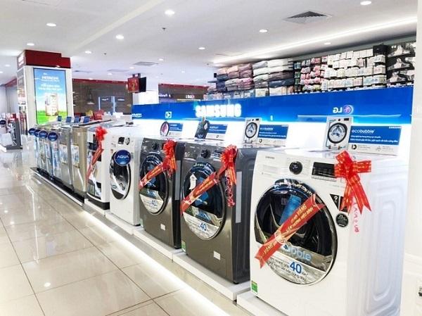 Để mua được chiếc máy giặt ưng ý, khách hàng nên chọn siêu thị, cửa hàng điện máy có uy tín