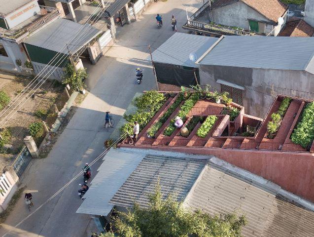 Ngôi nhà có 7 bậc thang trên mái
