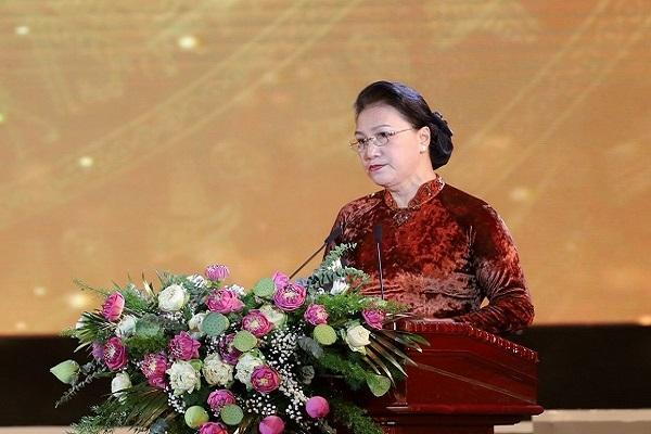 Chủ tịch Quốc hội Nguyễn Thị Kim Ngân chúc mừng những thành tựu to lớn mà Nghệ An đã đạt được trong những năm qua