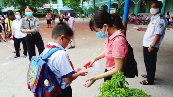 Học sinh Trường Tiểu học An Hội (quận Gò Vấp) thực hiện rửa tay phòng chống dịch Covid-19.
