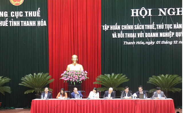 Đại diện Cục thuế tỉnh giải đáp vướng mắc về chính sách và thủ tục hành chính thuế của doanh nghiệp.