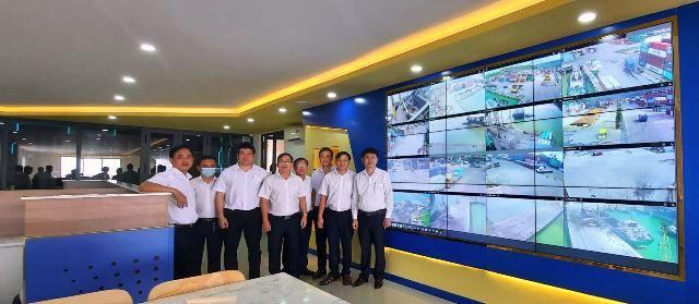 Lãnh Đạo Cảng, Phòng Ban và Xí Nghiệp Chụp ảnh lưu niệm tại Trung Tâm