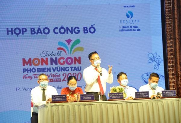 Ông Hoang Vũ Thảnh, Q. Chủ tịch UBND thành phố Vũng Tàu trả lời các cơ quan báo chí.