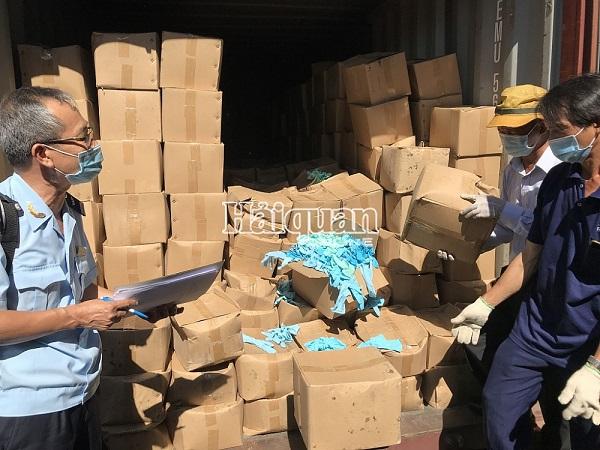 Lô găng tay đã qua sử dụng nhập khẩu từ Trung Quốc bị Hải quan bắt giữ