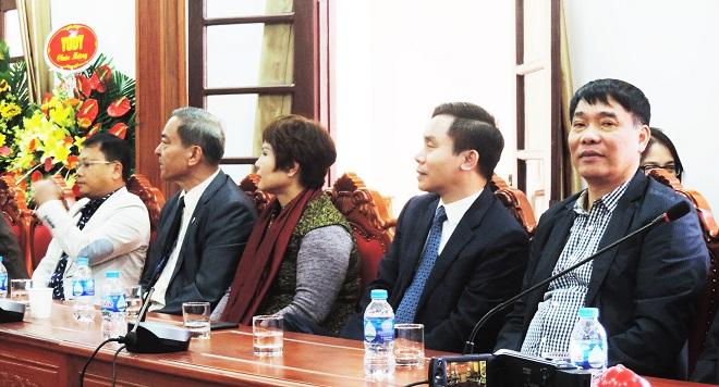 Các đại biểu dự lễ công bố