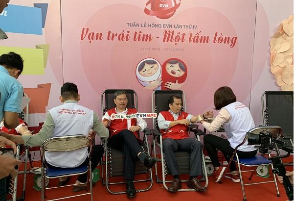 Lãnh đạo EVN và EVNNPC tình nguyện hiến máu trong chương trình Tuần lễ hồng EVN lần thứ IV