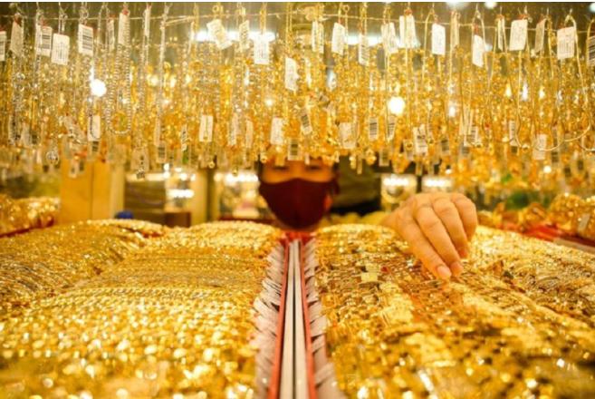 Cuối tuần, vàng trong nước và thế giới giảm nhẹ