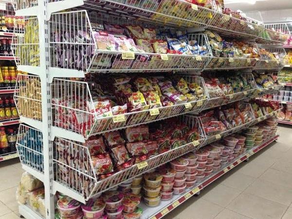 Mì, phở ăn liền giá khuyến mãi tại siêu thị
