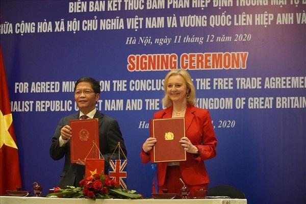 Bộ trưởng 2 nước ký biên bản kết thúc đàm phán hiệp định thương mại tự do Việt Nam - Vương quốc Anh.