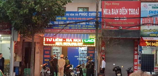 Các lượng chức năng Công an tỉnh Thái Bình và Công an Thành phố Thái Bình đã phối hợp bảo vệ trật tự và tiến hành khám xét khẩn cấp Trụ sở làm việc của Công ty TNHH dịch vụ vận tải Phúc Cường (số 382 Lý Bôn, TP.Thái Bình)