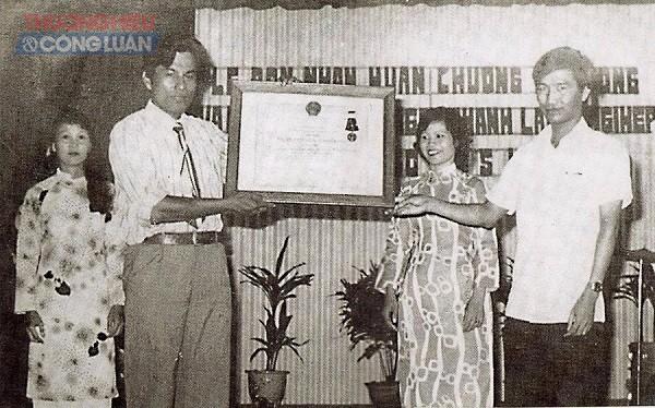Lễ kỷ niệm 25 năm thành lập Nhà máy đón nhận Huân chương lao động hạng Nhì