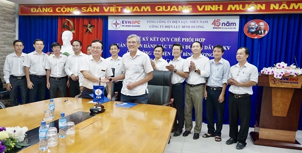 Công ty Điện lực Bình Dương đã diễn ra lễ ký kết Quy chế phối hợp quản lý vận hành các tuyến đường dây 110kV giữa Công ty Điện lực Bình Dương và Công ty Lưới điện cao thế TP.Hồ Chí Minh.