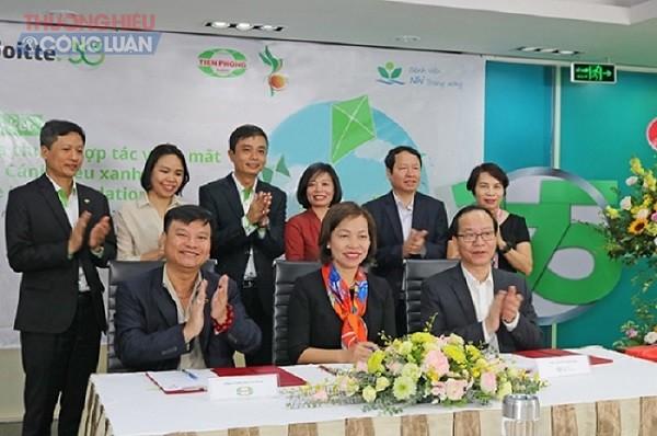 Lãnh đạo Nhựa Tiền Phong và Deloitte Việt Nam ký kết lập quỹ Cánh diều xanh hỗ trợ trẻ em có hoàn cảnh khó khăn