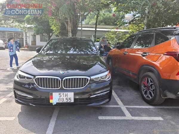 Chiếc xe sang BMW 520i có biển