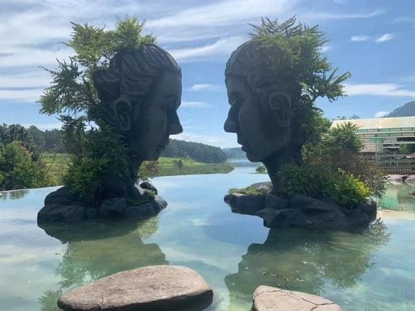 Hình ảnh hồ vô cực ở Đà lạt.