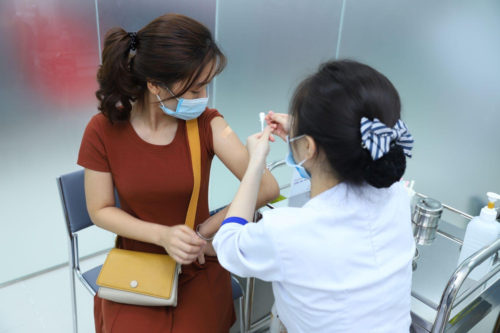 Phụ nữ nên tiêm vắc xin phòng ung thư cổ tử cung càng sớm, khả năng đáp ứng miễn dịch càng cao.
