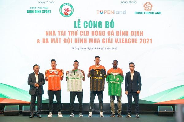 CLB bóng đá Topenland Bình Định ra mắt áo đấu mới