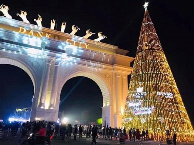 Lễ thắp sáng cây thông Noel tại Danko City mang lại nhiều cảm xúc khó quên với người dân Thái Nguyên