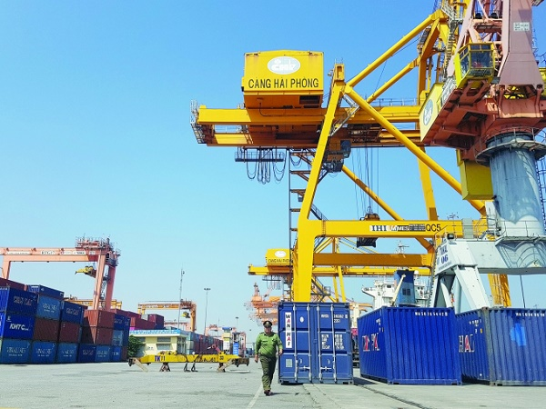 Sản lượng hàng hóa thông qua cảng biển Việt Nam tăng mạnh