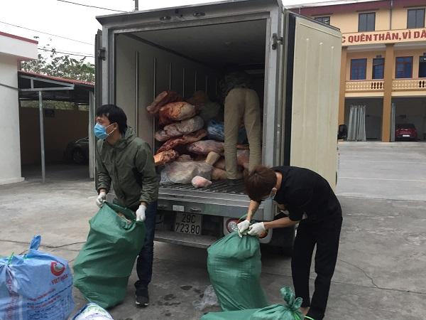 Lực lượng QLTT Hải Dương vừa ngăn chặn kịp thời 2.030 kg thịt lợn đã bốc mùi, chảy nước… và không có hóa đơn, chứng từ trên đường đi tiêu thụ
